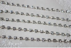 Corrente de Metal c/ Strass 4x4mm CRISTAL